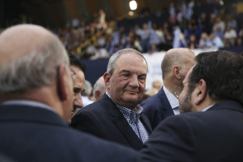 «Τιμωρητικό» χαρακτήρισε το μνημόνιο ο Καραμανλής αφήνοντας αιχμές κατά της κυβέρνησης
